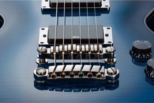 而且给电路供电的aa电池的比传统的9v电池更常用.